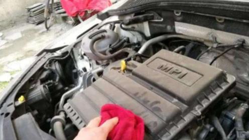 发动机上的灰尘用毛巾擦?修车师傅:别傻了,这么做灰尘全跑光