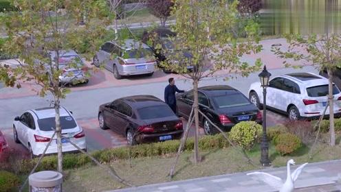 女孩在酒店等了院长很久,结果院长刚回来,就又开车出去了