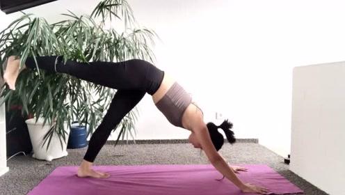 瑜伽初学者有效开肩,拒绝骆驼背