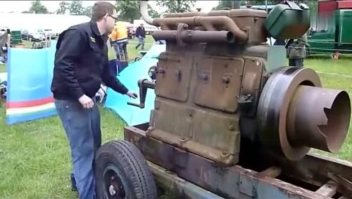用手摇启动一个四缸老式柴油发动机,一看就有些年头了!