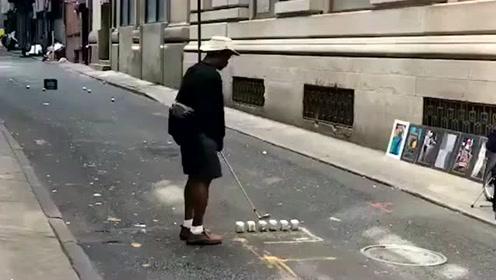 还真是人穷志不短,都已经成这个样子了,每天还要打几杆高尔夫球!