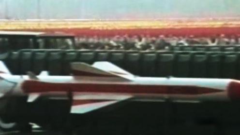 珍贵影像:鹰击-8反舰导弹掠海击中敌舰吃水线