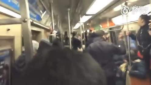 纽约地铁一只老鼠,于是所有人都吓尿……