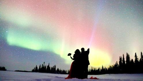 中国情侣在极光下举行婚礼 -30°C的北极有点冷