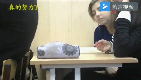 俄罗斯美女大学生上课打瞌睡,太美,太可爱