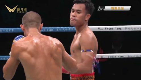 拳时代 迈克战胜对手,擂台上极度兴奋!