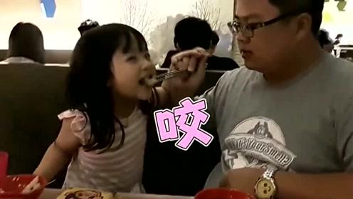 萌娃被老爸骗吃苦瓜,爆哭反应超可爱,以后再不跟老爸一起吃饭