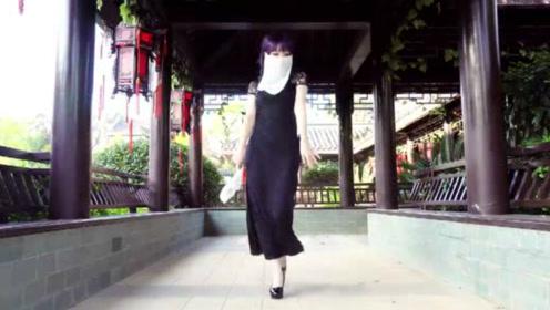 古风少女青石桥边跳《江南夜》,美若天仙,只是复吸了16遍