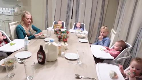 五胞胎宝宝一家人共进晚餐,宝宝们的叫声让爸爸幸福感爆棚