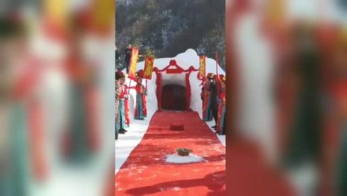 滑雪场员工大婚 同事打造冰雪婚房