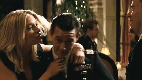 安娜同意了杜克的求婚幸福极了,见到钢索就向他炫耀大钻戒!