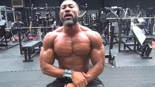 全健身房最漂亮的胸肌,附带胸肌训练方法,镜头拍下全过程