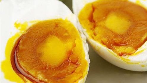盐加白酒,这样腌制的鸡蛋个个出油起沙,吃起来太香了