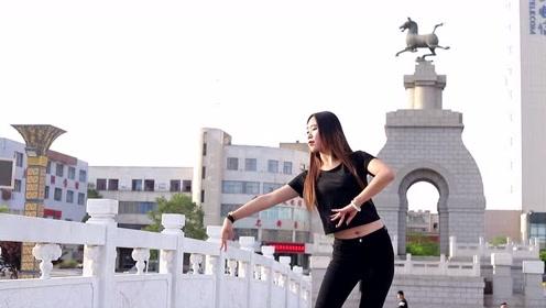 艺术系班花姐姐在广场跳了一曲知否火了