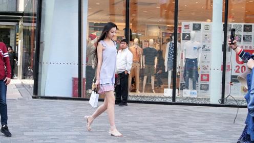 初夏时节的姑娘,如何搭配自己,选择裙子还是短裤?