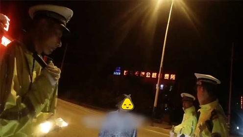 8旬老太独自逛街,一早去凌晨还未归,民警在收费站将其送回