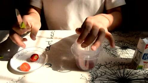 60秒学会草莓奶昔新技能,这么做才正宗!