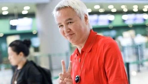 """""""奶奶""""变帅哥!林瑞阳瘦身后现身机场穿搭吸睛,59岁状态很好"""
