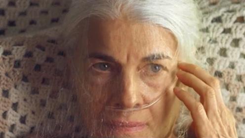 老太一觉醒来,脸上被毛虫织满虫丝,撕碎它后却发生很可怕的事