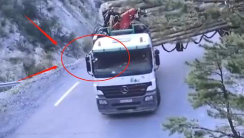 大巴车司机2米宽山路掉头,看完吓出一身冷汗,敢坐的都是神仙!
