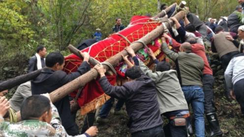 贵州苗族传统土葬,这样的风俗现在不多了