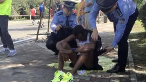 跑过28公里后呕吐,外籍马拉松选手从第一梯队退赛