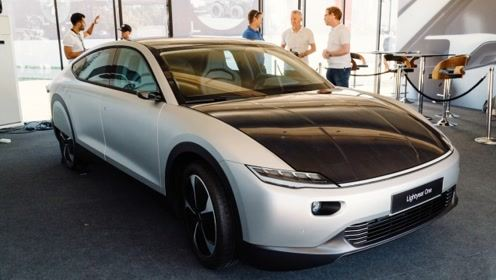 一款太阳能汽车诞生!不费一滴油,晒晒就能动,可续航720km