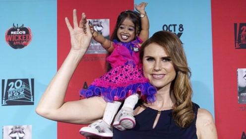 女子身高仅有75厘米,不听医生建议,三年连续产下3个孩子!