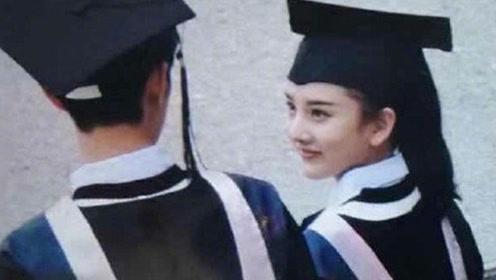 肖战搭档宋祖儿大学校园拍MV 穿校服弹吉他青春无敌