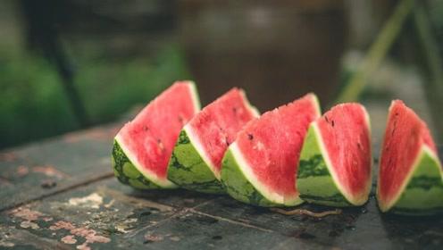 """患有痛风的人,可以多吃3种水果,它们都是""""排尿酸高手""""!"""