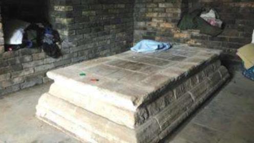 """600年前的公主墓,出现""""活人""""生活痕迹?抓住四个小伙子!"""