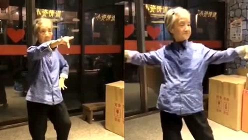 这才是真正的灵魂舞者,只要想跳舞,年龄绝对不是问题!