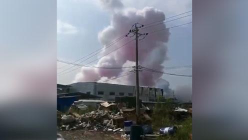 突发!广西玉林陆川一化工厂爆炸已致4人死亡 现场腾起粉色浓烟