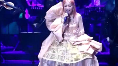 张韶涵演唱会服装好精致,这歌声我能听好几遍!