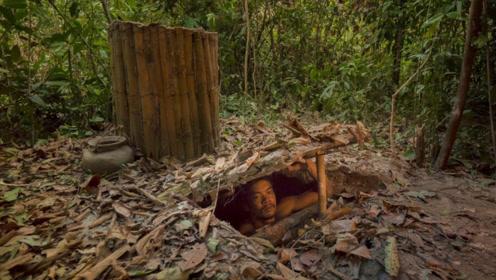 男子森林修建地下小屋,看到内部环境后,网友瞬间不淡定了!