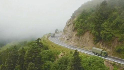 """""""不爱红妆爱武装""""川藏线上运输女兵驾车走天路"""