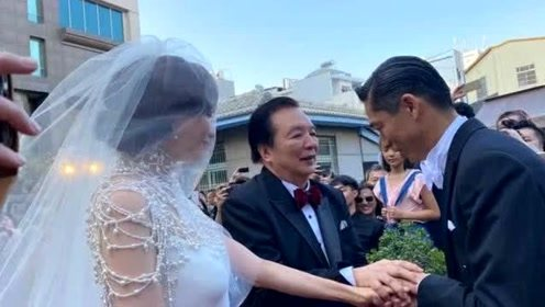 林志玲婚礼上给公婆敬茶,黑泽良平爸爸首次出镜,表情丰富喜感十足