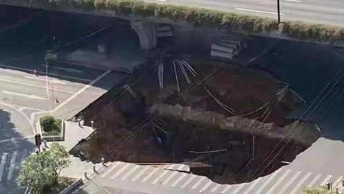 """""""赶快把人和车弄出来!""""广州地铁施工区域塌陷,家属焦灼等待"""
