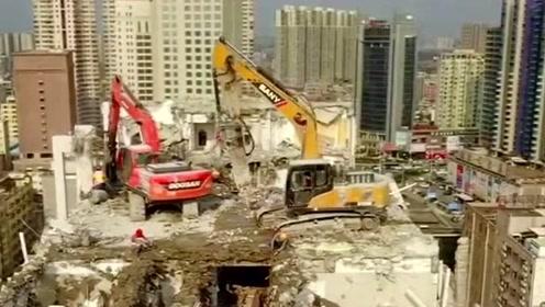也不知道挖掘机是怎么上来的,但是它们拆卸的速度,未免也太快了吧!