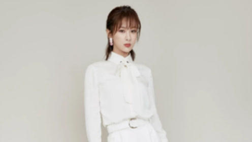 """杨紫太有""""女王范"""",身穿白衬衫搭配阔腿裤知性干练,气场全开"""
