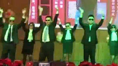 高中班主任集体跳《海草舞》嗨翻全场 台下学生欢呼声不断