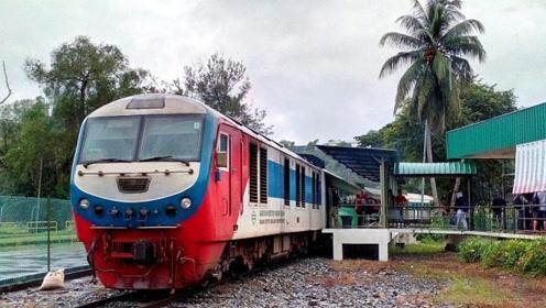 越南火车看起来那么破烂,但游客却给好评:和中国高铁有一比!