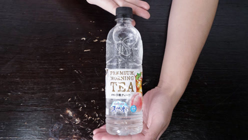 """小伙试喝爆红网络的""""透明奶茶"""",彻底改变了我对奶茶的认识"""