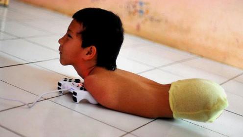 """14岁男孩没手没脚,用""""脸""""做游戏大神,母亲的做法却让人敬畏"""