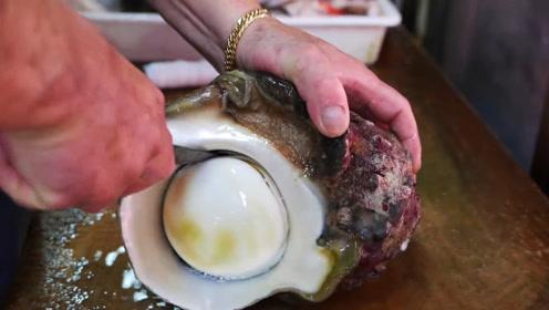 """""""米其林大厨""""用刀取海螺肉,海边:这是个假厨子吧!"""