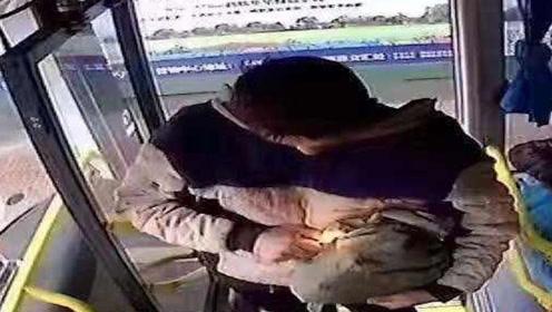 四川夹江公交车爆炸案宣判 被告被判死缓并限制减刑
