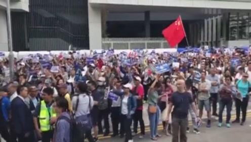 """数千香港市民集会联署撑警制暴 高喊""""止暴制乱"""""""