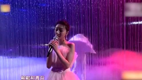 周冬雨棉袄造型大受好评,网友耿直回应:她披麻袋都好看