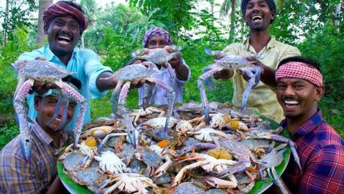 印度一家人,在野外做美味炸蟹,一起去看看他们怎么吃!