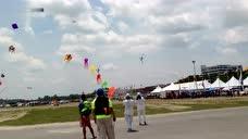 中国疯狂组合队APSKC亚洲运动风筝赛 表演双人芭蕾风筝